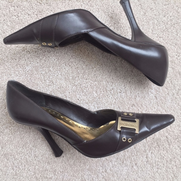 BCBG Brown and Gold Pump